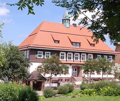 Das Gebäude der Grundschule in Dobel